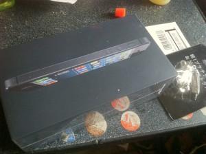 到着したiPhone5の箱
